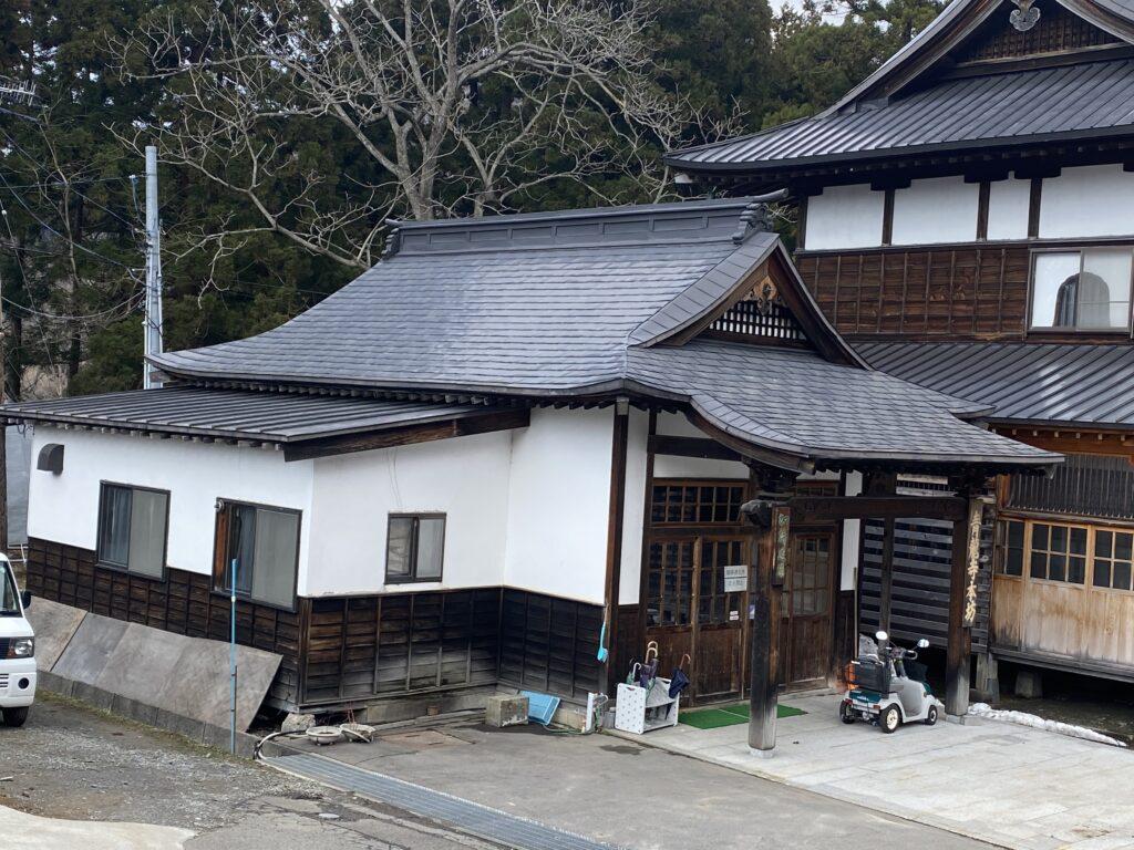 屋根ペンキ塗装施工前2【青森市S寺院様】